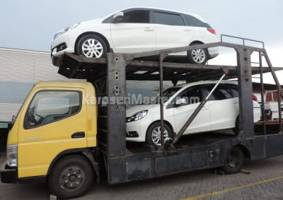 truk towing car